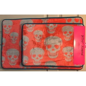 Betsey Johnson Skull Memory Foam Bath Mat Rug Set